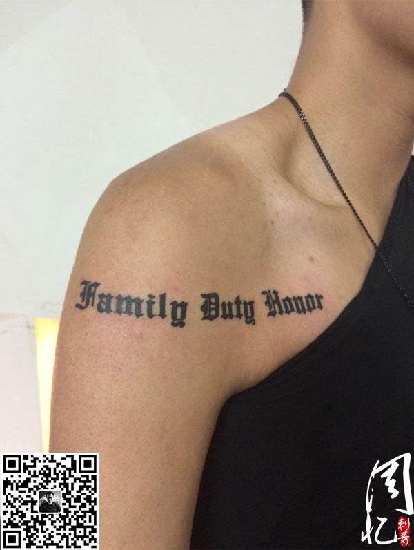 手臂纹身 字母纹身 美女纹身
